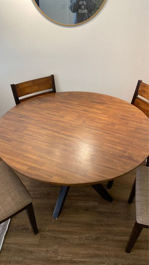 Round dining table with 4 matching chairs for Sale in Huntington Beach, CA