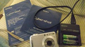 Sony Cybershot Digital Camera w rechargable batteries for Sale in Bakersfield, CA
