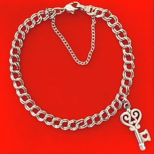 James Avery Light Double Curb Charm Bracelet with Key Charm 7 1/4 for Sale in San Antonio, TX