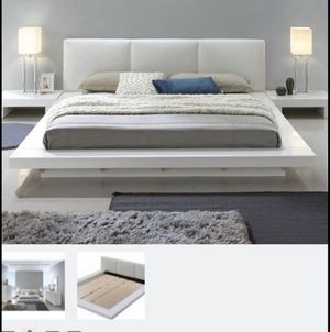 Queen bed / white for Sale in Los Angeles, CA