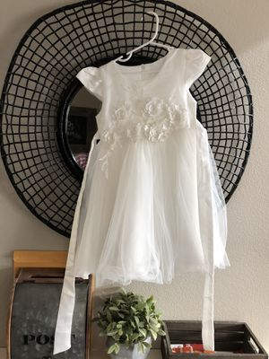 Matching White Flower Girl Dresses 3/4 and 5/6. for Sale in Puyallup, WA