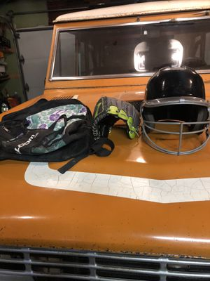 Selling a softball bag, glove and helmet T ball for Sale in Carmichael, CA