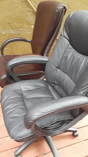 2 black and brown leather office chair in excellent condition 60 ÷each for Sale in Nashville, TN