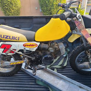 1998 SUZUKI JR 50 RUNS PERFECT GREAT BIKE TITLE IN HAND for Sale in Clovis, CA