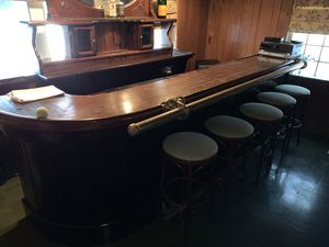 Antique Bar ! A stunning Antique working bar with bar back, sinks, water hook up, 2 solid brass lamps included. Asking $3500. Offers accepted ! for Sale in Miami Beach, FL
