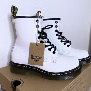 Dr.Martens SIZE 5 for Sale in Raleigh, NC