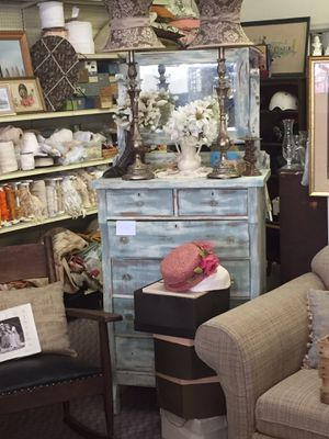 Antique chest of drawers with mirror for Sale in Spartanburg, SC