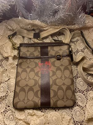 Authentic Coach Messenger Bag for Sale in Oak Glen, CA