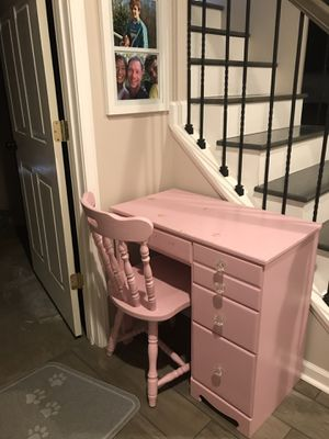 Pink Desk with Chair for Sale in Roanoke, VA
