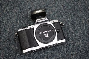 Olympus OM-D E-M5 silver body for Sale in Los Angeles, CA