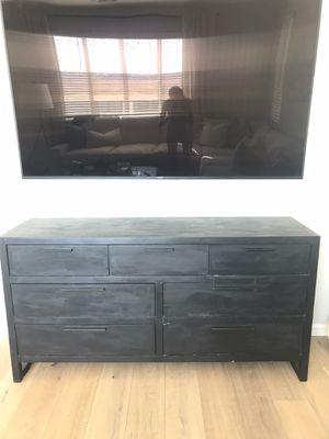 Dresser & mirror for Sale in Rancho Cordova, CA