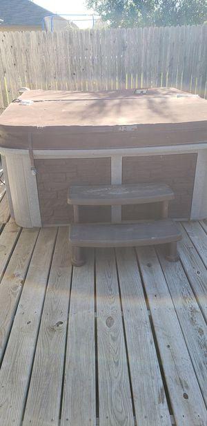 Calspa 5 person hot tub for Sale in Cibolo, TX