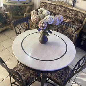 Dining Round Table Set for Sale in Paramount, CA