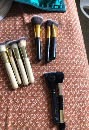Makeup brushes and concealer for Sale in Lincoln Acres, CA