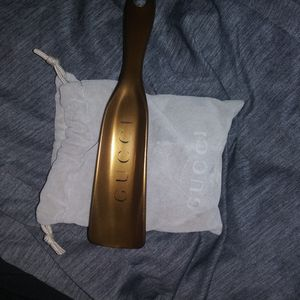 Gucci Shoe Horn with Bag for Sale in Miami, FL