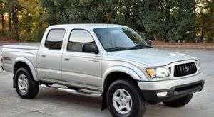 Very Nice 2OO2 Toyota Tacoma 4WDWheels Cool for Sale in Miami, FL