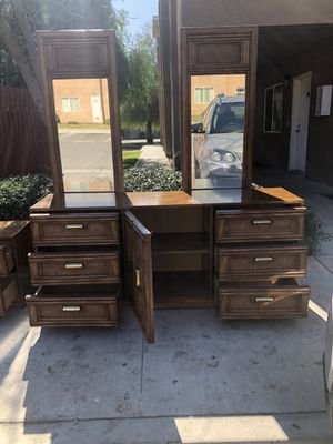 Tocador y buró de madera for Sale in Bakersfield, CA