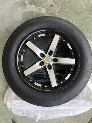 4 Piece rim set and tires for Sale in Miramar, FL
