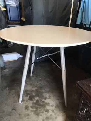 Target Mid-Century Modern White table for Sale in San Diego, CA