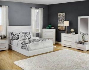 KING SIZE BEDROOM SET ITALIAN for Sale in Chicago, IL