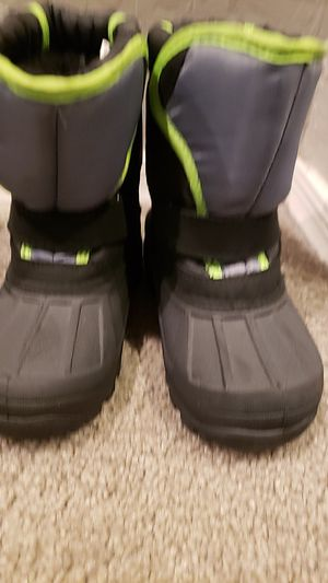 Snow boots for kids. Size 9 for Sale in Glendale, AZ