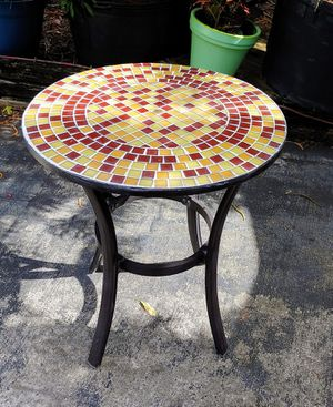 Ceramic round table with 1in colored tiles and black metal base 24in diameter 28in tall good condition indoor or outdoor for Sale in Ocean Ridge, FL