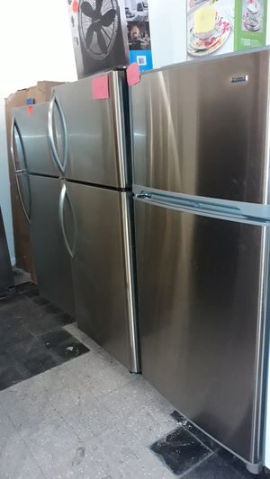 Stainless steel top and bottom refrigerator excellent condition 4months warranty ice maker for Sale in Halethorpe, MD