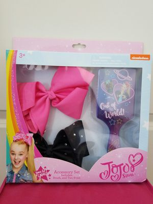 New JoJo Siwa Jo Jo Siwa large bows and brush gift set - $15 firm. Retail value $27. for Sale in Rockville, MD