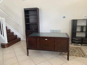 Wood desk set bookshelf and desk for Sale in Pembroke Pines, FL