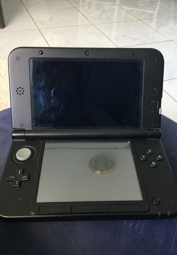 Nintendo 3ds XL no charger with it used