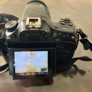 Sony SLT-A58K Digital SLR Kit with 18-55mm Zoom Lens, 20.1MP SLR Camera with 3-Inch LCD Screen for Sale in Arlington, VA