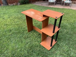 Small computer desk for Sale in Brentwood, CA