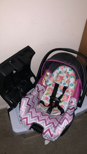 Brand new car seat and Base. for Sale in Greensboro, NC