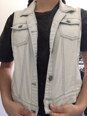 Cute jean vest! Only worn a few times for Sale in Victorville, CA