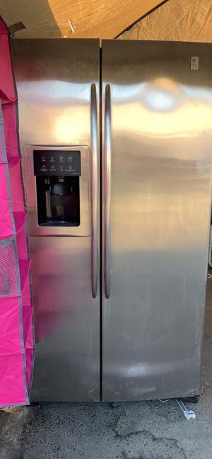 Refrigerador profile for Sale in Modesto, CA