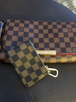 Brown clutch with keychain for Sale in Fresno, CA
