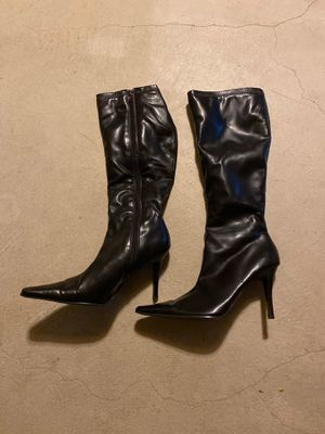 Black knee high pointed heel. for Sale in Dracut, MA