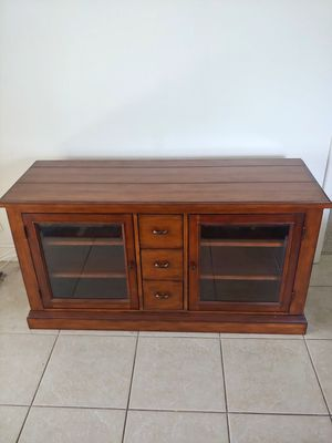 Thomasville tv stand rustic style media console for Sale in Delray Beach, FL