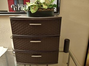 Plastic Drawers good condition for Sale in Bakersfield, CA