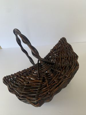wicker brwn basket and silver wire candle holder for Sale in Gilroy, CA