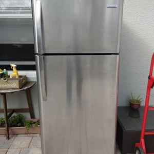 Frigidaire Refrigerator for Sale in Naples, FL
