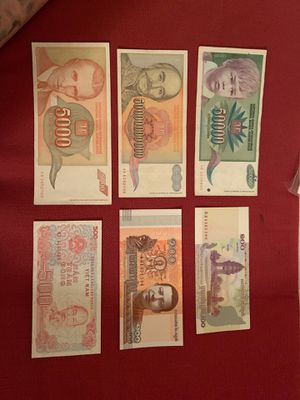 Uncirculated lot of 6 foreign notes for Sale in Fresno, CA