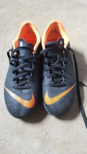 Indoor soccer shoes for Sale in Warrenville, IL
