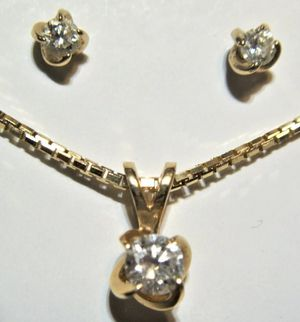 BEAUTIFULL 14K SOLID YELLOW GOLD & DIAMOND NECKLACE & EARRINGS SET. for Sale in Ontario, CA