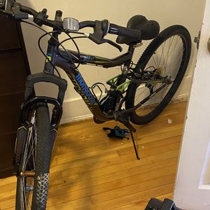 """27.5"""" Mongoose Ledge 2.2 Men's Mountain Bike, Gray/Green for Sale in Worcester, MA"""