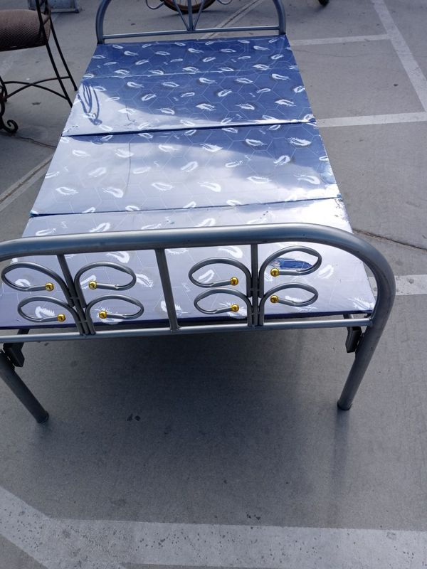 Aluminum Fold-up Bed Single Easy To Put Away