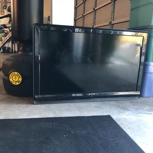 55 INCH 1080ip HDTV WITH WALL MOUNT for Sale in Wildomar, CA