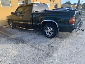 Chevy Silverado 2001, 1500 for Sale in Hialeah, FL