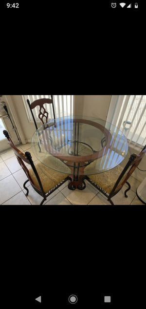 Kitchen Table and 4 chairs for Sale in Las Vegas, NV