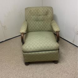 Free chair good condition for Sale in Sterling Heights,  MI